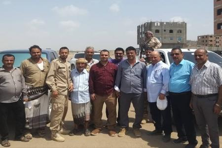 عدن.. هيئة الاراضي ومدير عام دار سعد يوقفون اعمال البسط في بلوك 2 ببير فضل